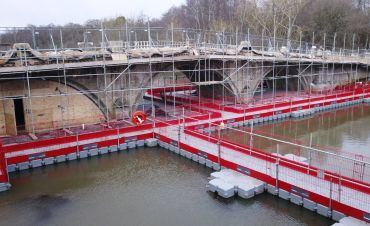 Pontoons for Scaffold Access