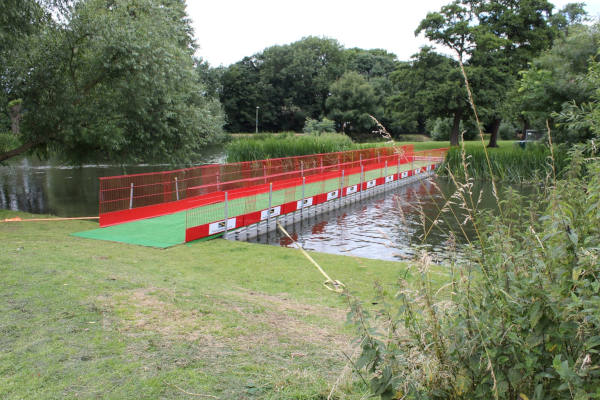 Pontoon walkway with grass finish