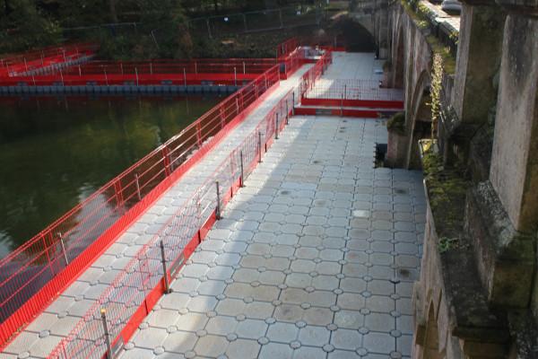 The finished pontoon platform