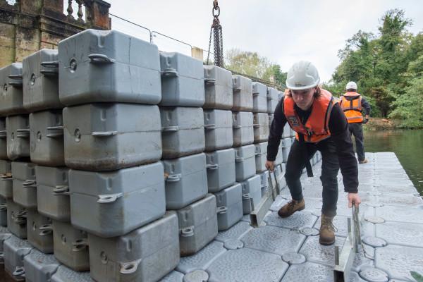 Building the pontoon platform