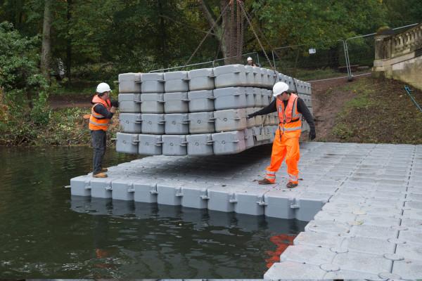 Adding pontoons to the platform