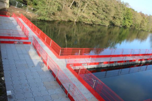Pontoon walkway to bridge