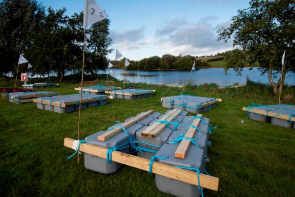 Pontoon raft